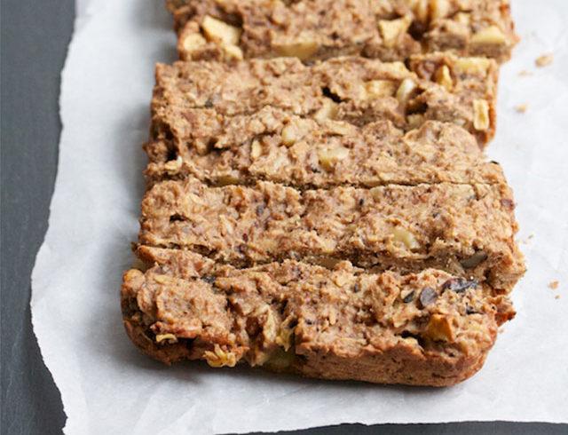 Almond Breeze Toasted Oatmeal & Apple Breakfast Bars